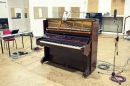 這架鋼琴據說有109年的歷史 (偶像彈過的!!!)